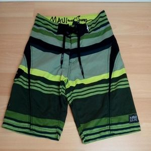 Maui & Sons board shorts size 32 (Tub 4)